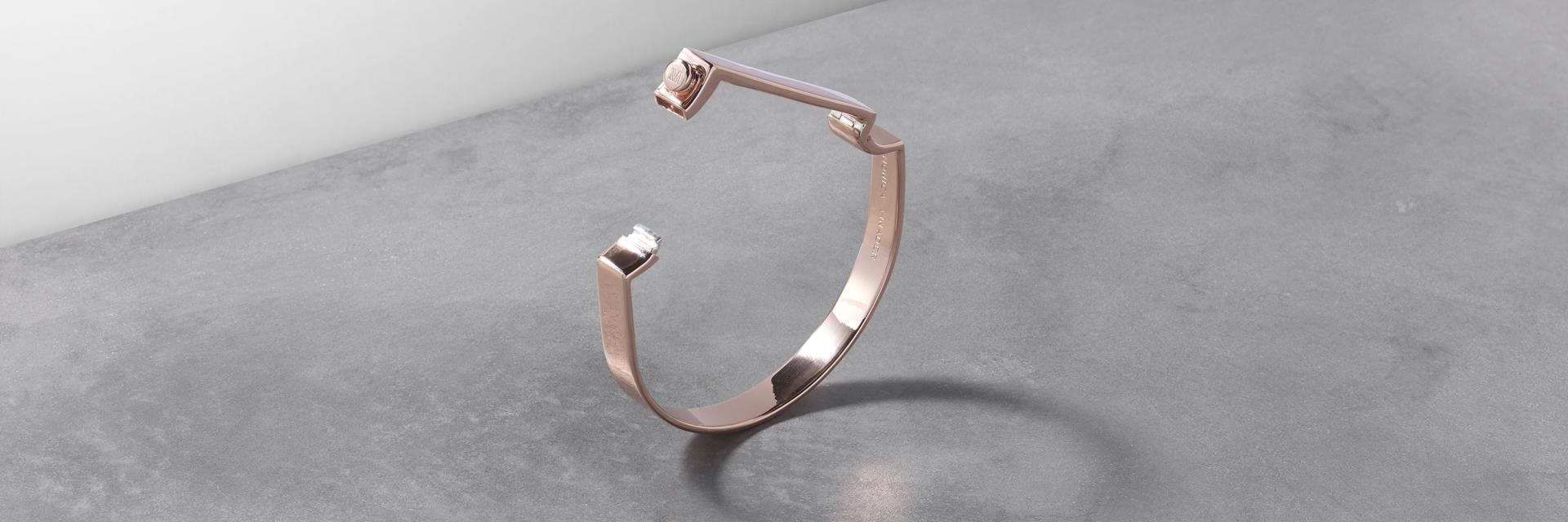 Signature Bangle 18ct Rose Gold Vermeil - Opening and Closing with snap fastener